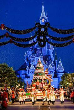 Christmas Time Parade | Disneyland Paris
