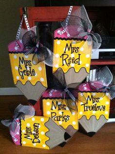 Neat craft for teachers. Teacher Appreciation Week, Teacher Gifts, Wood School, Teacher Doors, School Gifts, Cute Crafts, Creative Gifts, Craft Fairs, Diy Gifts