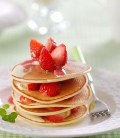 Strawberry shortcake Delicious Cake Recipes, Yummy Cakes, Great Recipes, Yummy Food, Favorite Recipes, Crepes And Waffles, Pancakes, Quick Easy Healthy Meals, Tasty Bites
