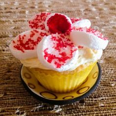 FlowerCupcakes-1-9a | Easy Gorgeous Cupcake Decorating Hack