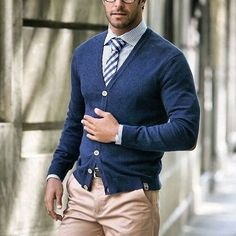 Take a look at the best mens business casual in the photos below and get ideas for your work outfits! Trajes Business Casual, Business Casual Attire, Office Attire, Office Wardrobe, Business Outfits, Fall Wardrobe, Work Attire, Office Wear, Mode Masculine