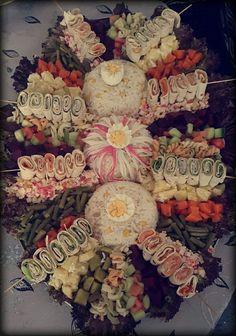Salade Party Trays, Party Snacks, Healthy Salad Recipes, Raw Food Recipes, Morrocan Food, Moroccan Party, Arabian Decor, Squash Salad, Reception Food