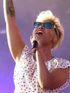 Emeli Sande style, and love that hair cut