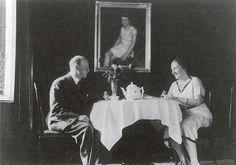 Albert and Paula Salomon, Note portrait of Charlotte Salomon in the background