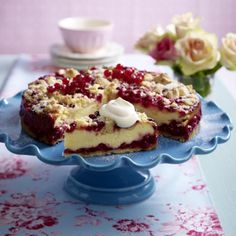 Juicy soft currant quark cake with pudding powder – Kuchen Baking Recipes, Cake Recipes, Dessert Recipes, Sweets Cake, Cupcake Cakes, No Bake Desserts, Delicious Desserts, German Baking, Cheesecake