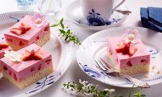Ein eckiger Erdbeer-Sahne-Kuchen für die ganze Familie