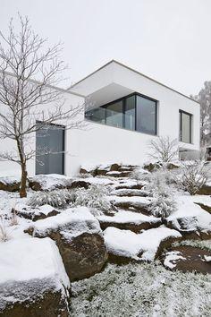 Fachwerk4 | Architekten BDA, Haus Eifel, Bad Münstereifel, Blick auf`s Wohnhaus über die Felsentreppe