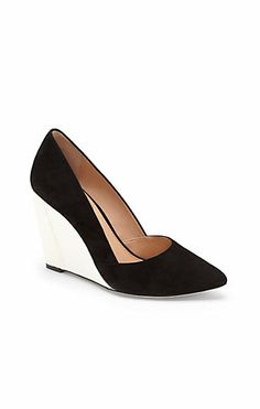 SHANDEE-Take your look to new heights. The VC Signature Shandee wedge will dazzle on your feet. This angular shoe wows with beautiful craftsmanship and a contrast colored heel. An elegant choice for any evening event.