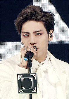 Bi aralar korede modaydı bu koyu göz altı makyajı herkez vampir gibi dolanıyodu