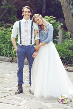 Add some 90s wedding details to a wedding dress for some throwback wedding photos, like a jean jacket or chambray shirt.