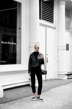 Products: Jacket - H&M (here) Sunglasses - Céline Trousers - Asos (old pair) Shoes - Vans Platform Top - Gina Tricot (old one) Bag - Chanel Monochrome Fashion, Minimal Fashion, New Fashion Clothes, Fashion Outfits, Celine, Fall Outfits, Casual Outfits, Outfit Online, Vans Outfit