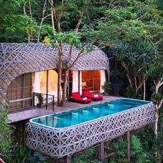 697 vind-ik-leuks, 6 reacties - Strictly Weddings (@strictlyweddings) op Instagram: 'Remember those childhood treehouse dreams!? The luxury resort of @keemalaphuket offers your adult…'