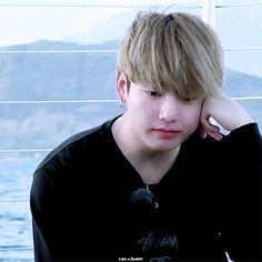 That hair flip tho Taehyung, Jungkook Jeon, Jungkook Oppa, Bts Bangtan Boy, Bts Boys, Jimin Hair, Jung Kook, Busan, Bts Hairstyle