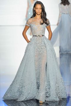 Take a look to Zuhair Murad Haute Couture Spring Summer the fashion accessories and outfits seen on Parigi runaways. Style Haute Couture, Couture Fashion, Runway Fashion, Fashion Show, Couture 2015, Spring Couture, Dress Fashion, Evening Dresses, Prom Dresses