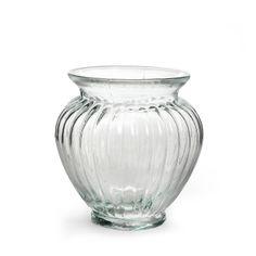 Vase Glas gerippt klar ca. D:12 x H:14,5 cm  Material: GlasFarbe: klarMaße: ca. D:12 x H:14,5 cm Blumen zaubern ohne großen Aufwand ein frische Stimmung in jedem Raum. In dieser schicken Vase finden auch üppige Sträuße und Arrangements Platz. Mit der gerippten Oberfläche und der ansprechenden Formgebung stellt das Objekt auch für sich ein dekoratives Highlight dar. Hinweis: Auf Produktbildern abgebildetes Zubehör sowie Deko-Artikel geh...  2,99€