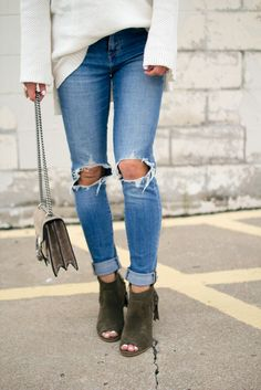 chunky sweater // ripped skinnies // booties
