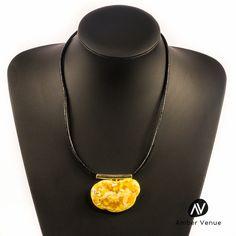Antique Gorgeous Butterscotch Color Natural Baltic Amber Pendant Necklace AV0074