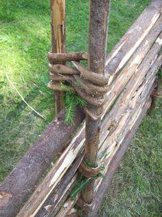 Gärdsgård, ett riktigt hantverk, Sverige - Old type of wooden fence, Sweden Garden Nook, Veg Garden, Garden Shrubs, Garden Fencing, Wattle Fence, Farmhouse Landscaping, Home Landscaping, Farm Fence, Dog Fence