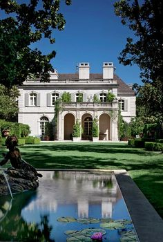 Crespi Hicks Estate Home For Sale Previously, in Preston Hollow Neighborhood, Dallas, Texas, Designed by Architect Maurice Fatio and Designer Peter Marino Perfectly Sited on the Largest Estate Property is Considered the Finest Estate Home in America Dream Home Design, My Dream Home, Architecture Restaurant, Architecture Design, Restaurant Design, Expensive Houses, Dream House Exterior, Estate Homes, Exterior Design