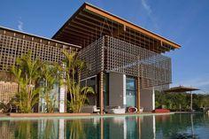 Piscine et la façade créative en tant que marque de personnalité de la résidence secondaire