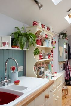 Lovely Red Kitchen Accessories using ceramic with dots and spots: bright red accents for the kitchen Boho Kitchen, Country Kitchen, Vintage Kitchen, Kitchen Decor, 50s Kitchen, Kitchen Hutch, Copper Kitchen, Rustic Kitchen, Kitchen Ideas