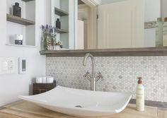 Marble penny tile backsplash framed in gray stained maple. Small Bathroom With Tub, Small Sink, Small Vanity, Rustic Vanity, Modern Vanity, Bad Inspiration, Bathroom Inspiration, Vanity Backsplash, Backsplash Ideas