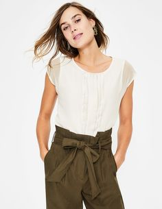 Dakota Jersey Top Short Sleeved Tops at Boden British Style, Latest Fashion Trends, Black Tops, Dress Up, Women Wear, Short Sleeves, Ruffle Blouse, Skinny Jeans, How To Wear