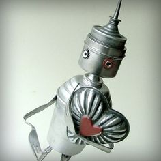 LOVE LOVE LOVE this tinman robot made out of recycled items!