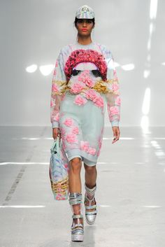 Manish Arora: Finally someone took a risk this season and brought us total fashion overload! I love that Arora worked up layers of material to create an overall effect. Total East meets West.