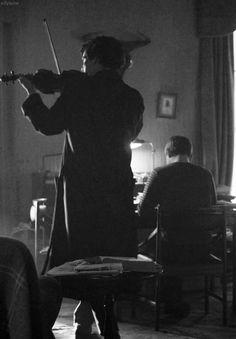 A perfect day at Sherlock Season 5, Sherlock Holmes Benedict, Sherlock Fandom, Sherlock John, Benedict Cumberbatch, Sherlock Cumberbatch, Sherlolly, 221b Baker Street, Violin