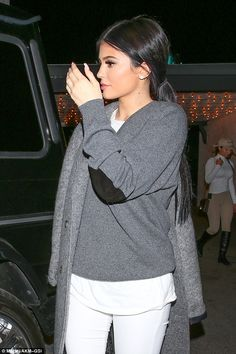 Kylie Jenner Dresses Casual-Chic on Dinner Date with Tyga and Friends in L. Kylie Jenner kleidet s Kylie Jenner Dress, Trajes Kylie Jenner, Looks Kylie Jenner, Estilo Kylie Jenner, Kyle Jenner, Kylie Jenner Makeup, Kendall And Kylie Jenner, Kardashian Style, Kardashian Jenner
