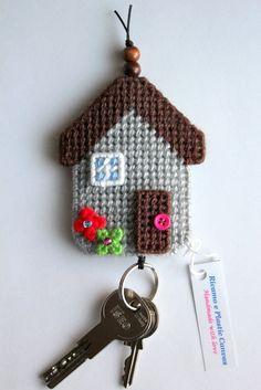 Key Case Key Pouch House Keychain Handmade by Ricamoeplasticcanvas Plastic Canvas Ornaments, Plastic Canvas Christmas, Plastic Canvas Crafts, Plastic Canvas Patterns, Crochet Motif, Crochet Patterns, Crochet Decoration, Crochet Keychain, Canvas Designs