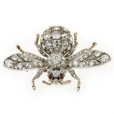 A DIAMOND SET BEE BROOCH - Bentley & Skinner