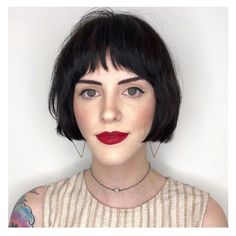 64 Wavy Bob Hairstyles That Look Gorgeous And Stunning - Hairstyles Trends Short Hair With Bangs, Short Hair Cuts, Short Hair Styles, Short Bob Bangs, Wavy Bob Hairstyles, Diy Hairstyles, Grunge Hair, Hair Trends, Her Hair