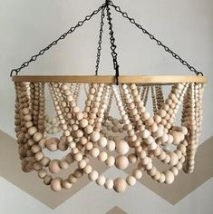 Wood Bead Chandelier, Hanging Chandelier, Chandelier In Living Room, Chandelier Lighting, Diy Crafts Games, Diy Craft Projects, Hanging Beads, Diy Hanging, Diy Pendant Light