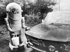 RETRO ROBOTS AND ROBOTIC ART