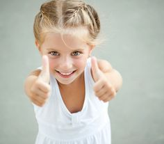 9 positive parenting tips for raising confident kids & nurturing self esteem. Boost your child's confidence & set them up for having positive self esteem. Discipline Positive, Positive Self Esteem, Education Positive, Coaching, Kids And Parenting, Parenting Hacks, Practical Parenting, Mental Fortitude, Building Self Esteem