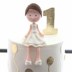 White and Gold Love Cake Topper, Fondant Cake Toppers, Fondant Cakes, First Birthday Cakes, Birthday Cake Girls, Biscuit, Fondant Flowers, Sugar Craft, Girl Cakes