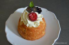Savarine cu fructe si frisca reteta de rum baba Romanian Food, Hungarian Recipes, Food Cakes, Rum, Delicious Desserts, Cake Recipes, Sweet Treats, Cheesecake, Good Food
