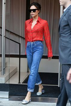 Red Shirt & Jeans, Mom Jeans Outfit, Victoria Beckham Mom Jeans, Victoria Beckham Denim Outfit