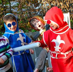 DIY Knights costume by eloleo.be, foreign language; lots of pics and measurements though.