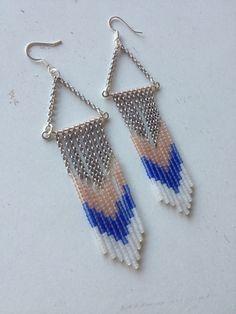 Lampadario classico stile Orecchini realizzati con blu satinato, bianco e un balletto pallido perline di vetro rosa
