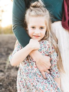 Natural light rustic outdoor family photos by Elate Family Layer Cakelet) Rustic Family Photos, Outdoor Family Photos, Lifestyle Photography, Children Photography, Family Photography, Photography Ideas, Summer Family Pictures, Family Pics, Childhood Photos