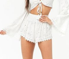 15 Cute Concert Outfits For Every Type Of Concert - Whether you're into country, rock, pop, EDM, or hip-hop; these are a few cute concert outfits that are perfect for every type of concert! Concert Outfit Fall, Cute Concert Outfits, Bubble Tent, Burning Man Fashion, Fall Outfits, Fashion Outfits, Cool Technology, Edm, Diy Clothes