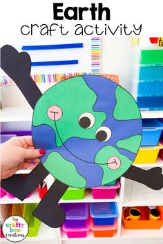 Are you looking for an Earth Day craft? This craft for kids is kid-friendly and easy for teachers to prep. I love it for a space themed or Earth Day bulletin board. Earth Craft, Earth Day Crafts, Earth Day Activities, Craft Activities For Kids, Spring Crafts For Kids, Projects For Kids, Art Projects, Kindergarten Crafts, Preschool Crafts
