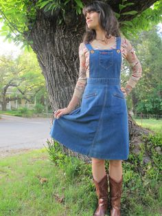 Landlubber High Waisted Denim Jumper Dress - just bought a pattern for similar! 60s And 70s Fashion, Vintage Inspired Fashion, Denim Jumper Dress, Fashion History, Summer Outfits, Summer Clothes, Dress Patterns, Pretty Dresses, Dress Making