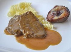 Rundvleesschnitzel in rode wijnsaus Gnocchi, Slow Cooker, Pork, Good Food, Food And Drink, Chips, Low Carb, Cooking Recipes, Lunch
