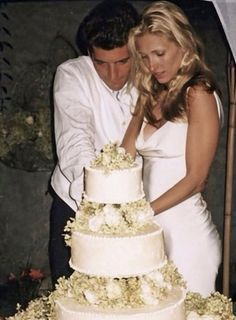 The best pic I've seen yet from the JFK Jr. and Carolyn Bessette wedding on Cumberland Island, Georgia, September, celebrity wedding dresses of all time KennedyCollector: Photo Les Kennedy, John Kennedy Jr, Carolyn Bessette Kennedy, Jfk Jr, Jacqueline Kennedy Onassis, Celebrity Wedding Dresses, Celebrity Weddings, Celebrity Wedding Photos, Jaqueline Kennedy