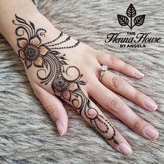 "147 mentions J'aime, 2 commentaires - The Henna House by Angela (@hennabyang) sur Instagram : ""When sweet and simple is enough """