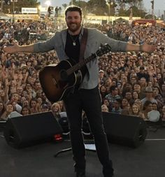 Chris Young Country Music Artists, Country Singers, Chris Young Songs, Alan Young, Male Artists, Dustin Lynch, Love To Meet, Country Boys, Young And Beautiful